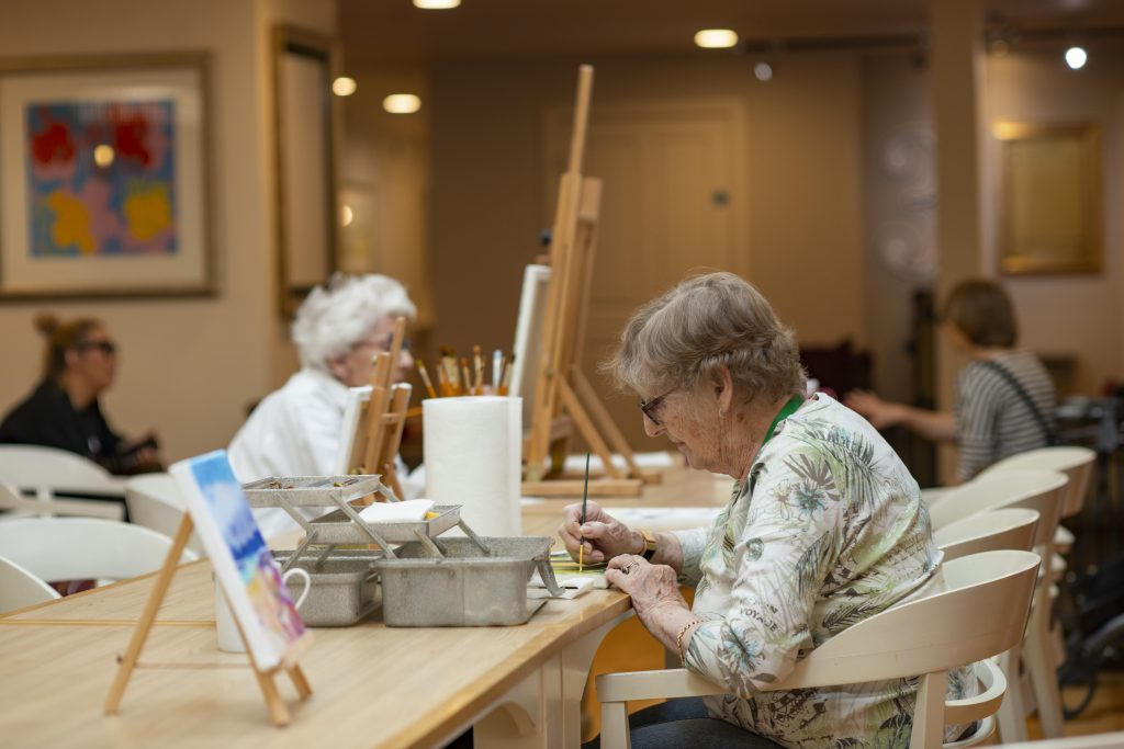 Image of residents in art studio